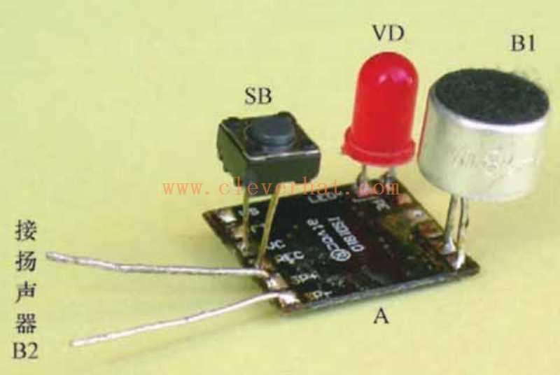 在语音录放模块A上焊接元器件